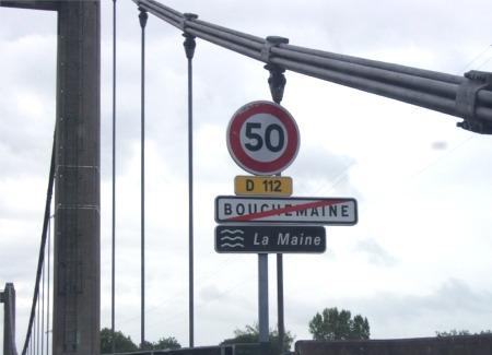Franchissement de la Maine par le pont de Bouchemaine, tout un symbole
